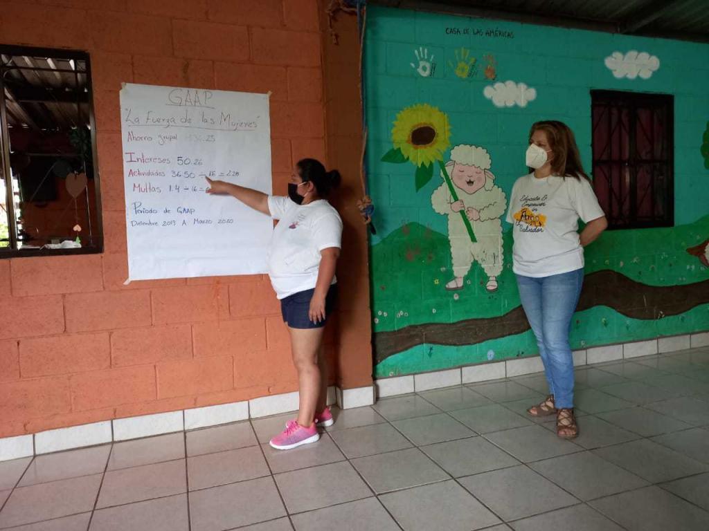 Mujeres en taller del PEM